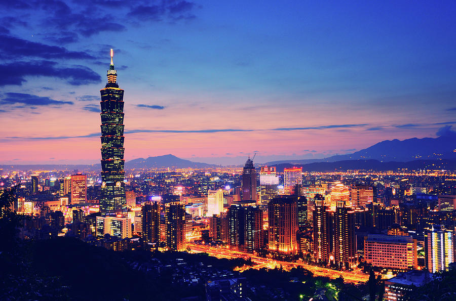 /files/images/TourdulichDaiLoan/night-view-of-city-and-taipei-101.jpg