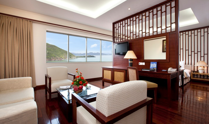 /files/images/VinpearlResortNhaTrang/Deluxe%20Suite%20h%C6%B0%E1%BB%9Bng%20bi%E1%BB%83n%20VR.jpg